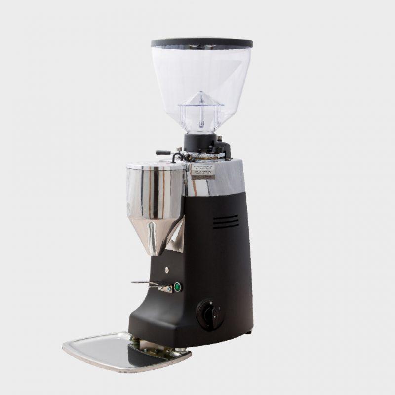 Aspek penting untuk selalu menjaga kebersihan grinder seringkali dianggap remeh dan mengakibatkan bertumpuknya kotoran sisa kopi pada alat penting ini