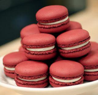 Macaron adalah sejenis kue yang berukuran kecil dan berbentuk seperti tumpukan sandwich atau hamburger mini