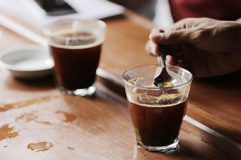 Bagi yang sudah punya alat seduh atau kopi bubuk di rumah, ini kesempatan untuk menyentuhnya setelah sekian lama. berikut tipsngopi #dirumahaja ala Coffeeland Indonesia.
